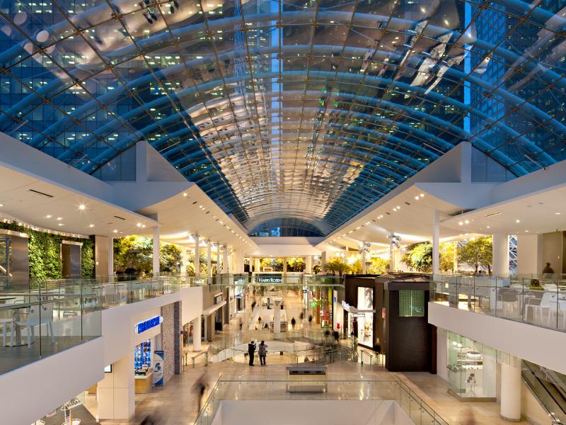 Ce projet présente un plafond de verre sur point d'appui d'une longueur de 65 mètres, le plus grand en Amérique du Nord.