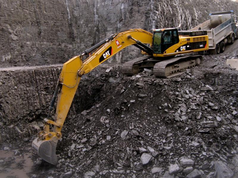 Pendant la phase d'excavation de la construction, les entrepreneurs ont heurté l'armature d'acier de la station de métro située en contrebas.